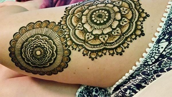floral motif pattern mehndi design for thighs