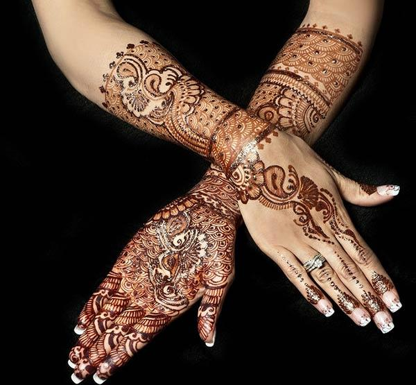 floral and paisley bridal Mehandi design on hands
