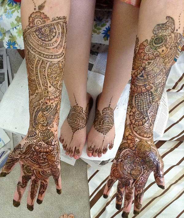 full hand Mehendi design that brings