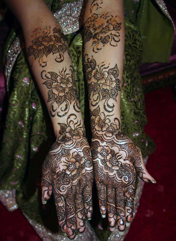 full hand Pakistani floral Mehendi design for brides