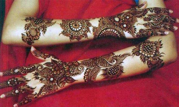 floral, paisley and chequered mehandi design for brides