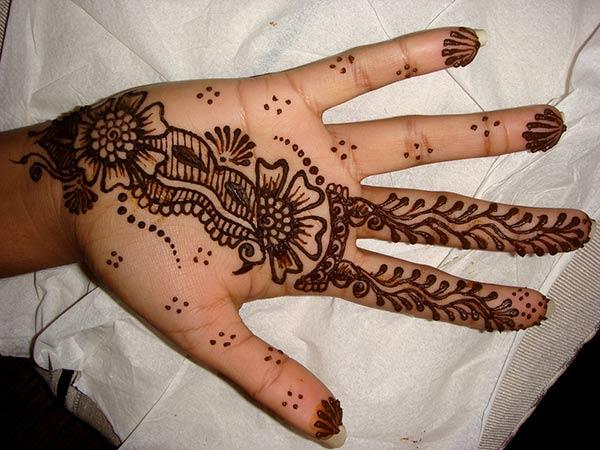 Single Line Palm Mehandi Design That Adds Style and Grace