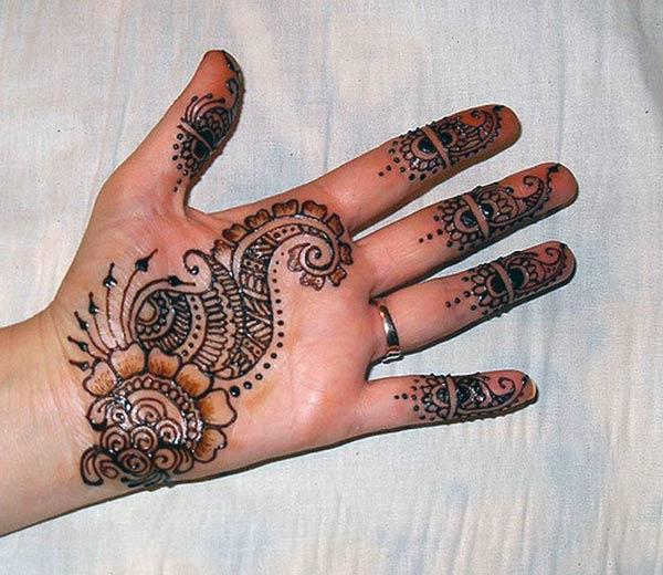 Traditional Mehndi Design of Flowers