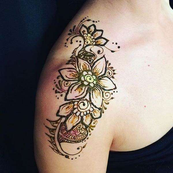 A glamorous shoulder mehendi design for Girls and women