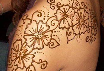 Cool shoulder mehendi designs idea for girls
