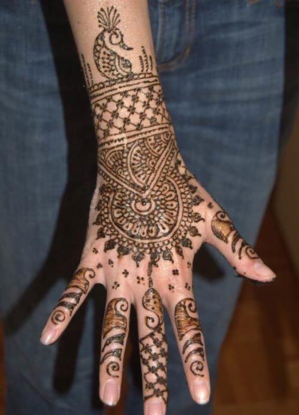heavenly Mehandi design for backhand