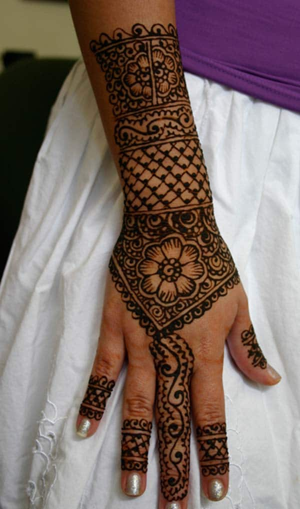 Floral mehndi design for backhand