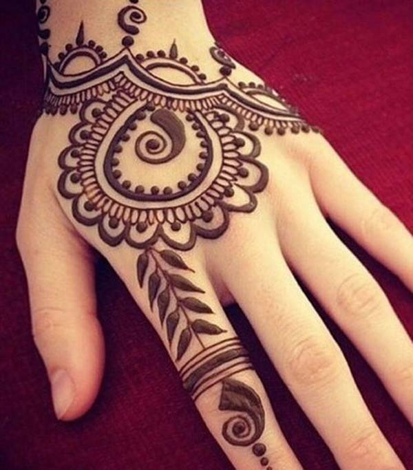Elegant mehndi design for back hand