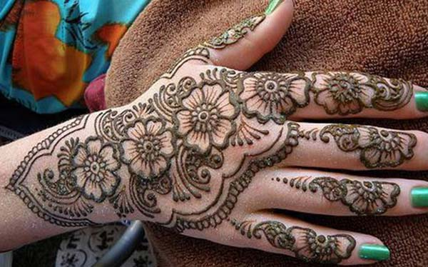 Floral mehendi design for back hand
