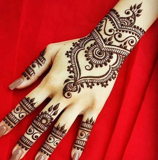 Modern mehndi design for backhand