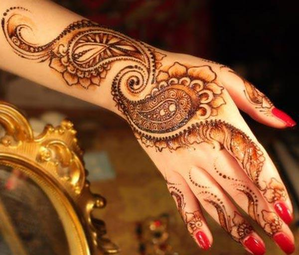 Modern Mehendi design for back hand