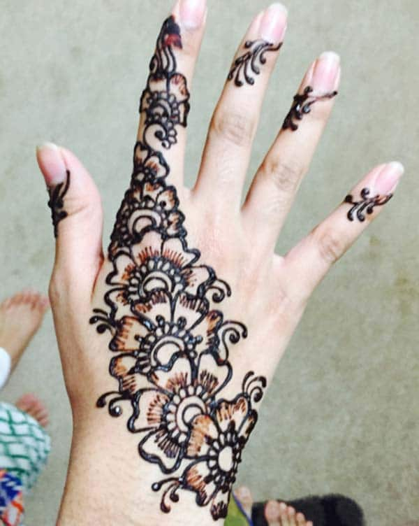 Floral mehendi design for backhand