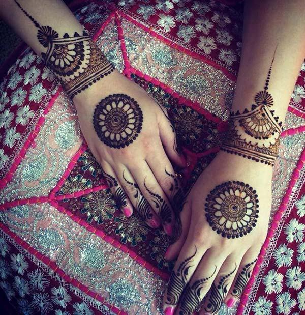 modern style mehendi design for backhand