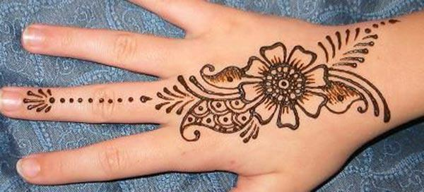 Easy floral pattern mehendi design for backhand