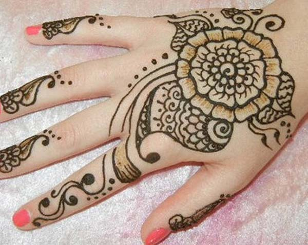 Traditional mehndi design for backhand