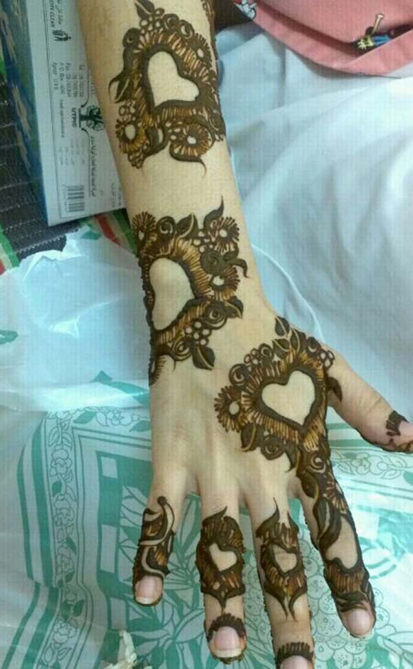 Love mehndi design for backhand