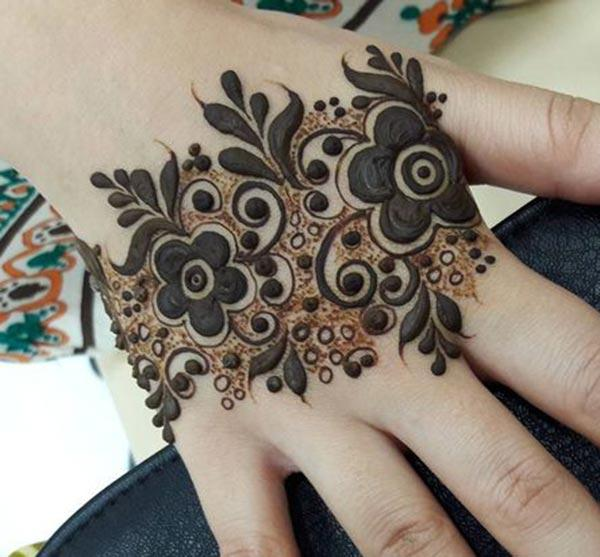 flowers mehndi design for backhand