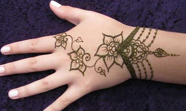 floral bracelet mehndi design for backhand