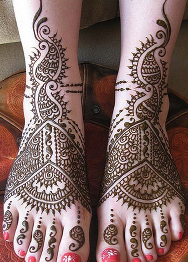 paisley mehendi design for feet