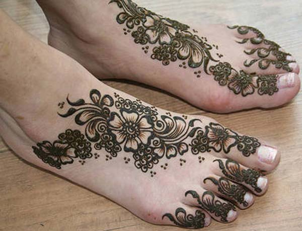 flowers and leaves mehendi design for feet