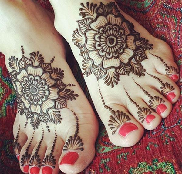 floral motif mehendi design for feet