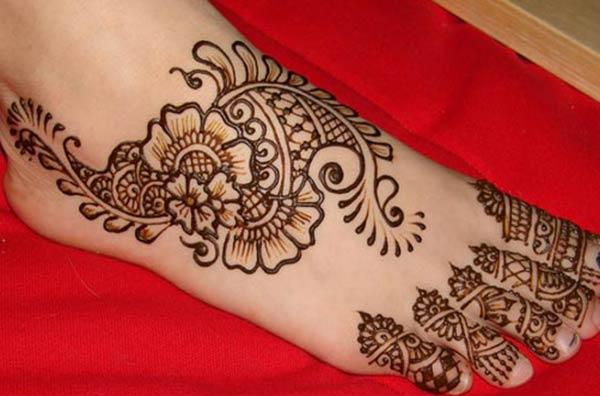 traditional mehendi design for feet