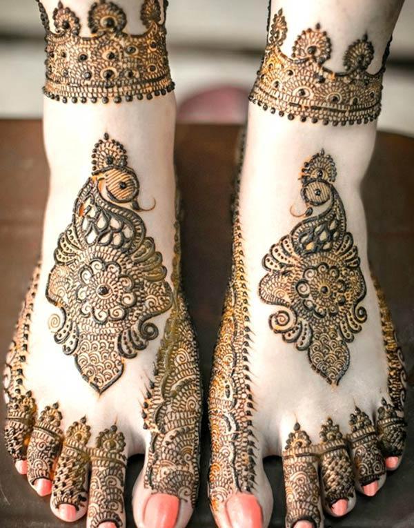 peacock motif mehndi design for feet