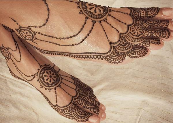 elaborate patterns mehndi design for feet