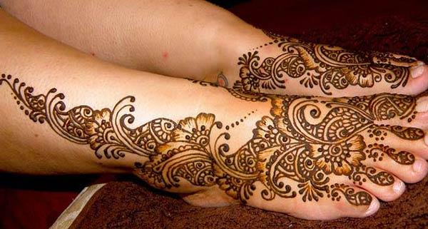 paisleys and flowers mehendi design for feet