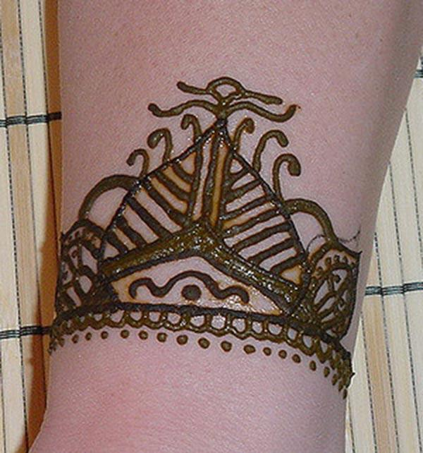 simple mehendi design for wrist