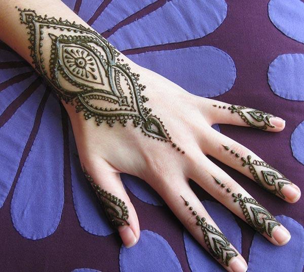 modern mehndi design for wrist