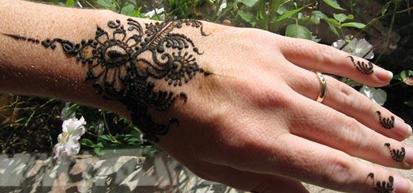 bracelet mehendi design for wrist
