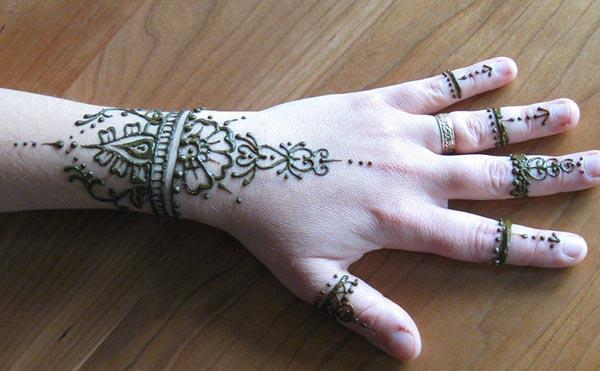 flower mehndi design for wrist