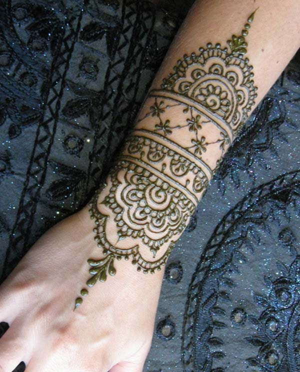 flowers mehendi design for wrist