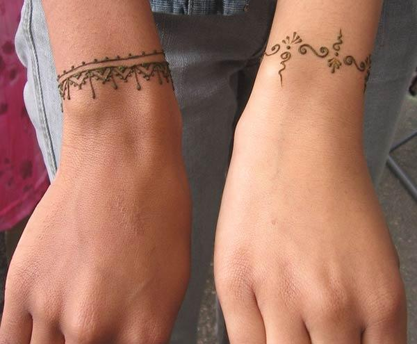 Lovely bracelet mehndi design for wrist