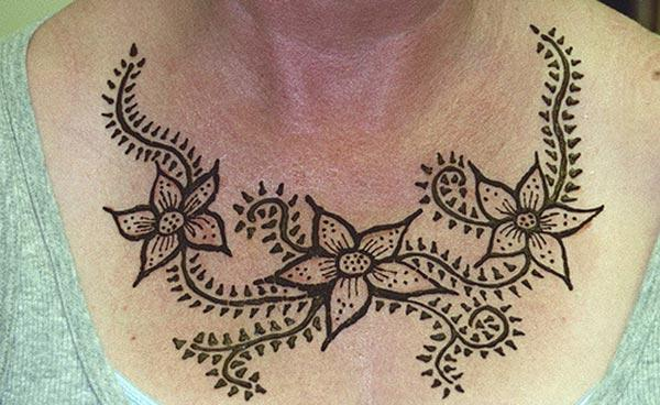 floral pattern mehndi design for chest