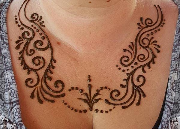 curls and dots mehndi design for chest