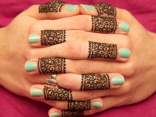 Captivating mehndi design for fingers