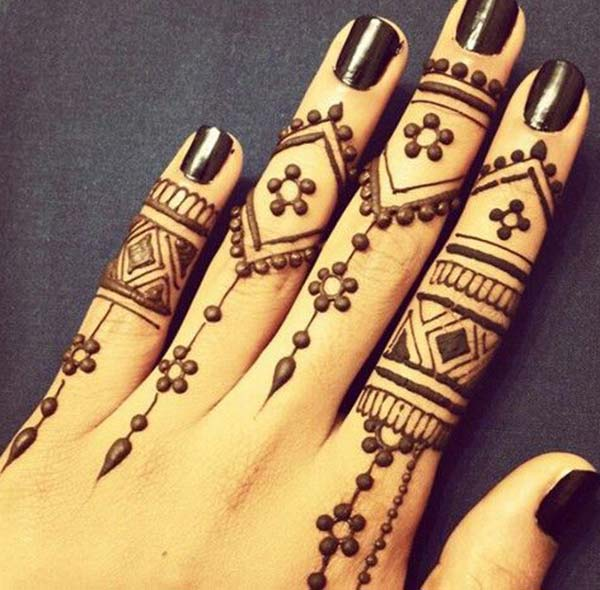 simple bold mehndi design for fingers