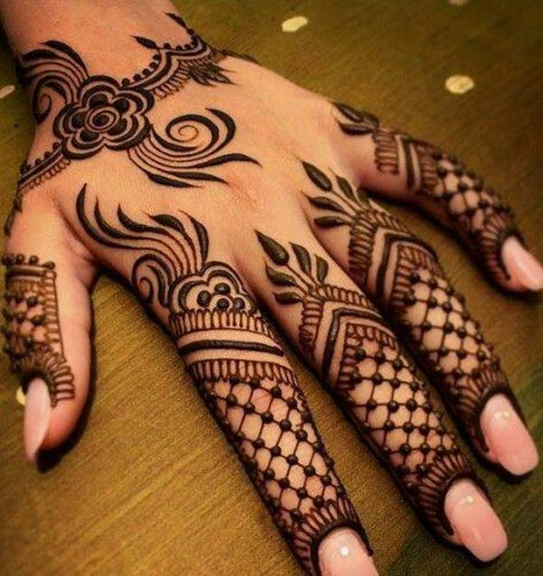 Arabic floral mehendi design for fingers