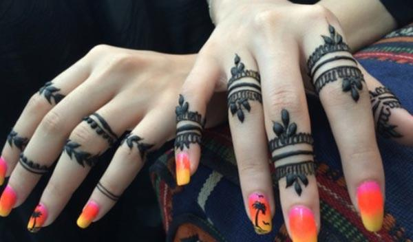 simple mehendi design for fingers