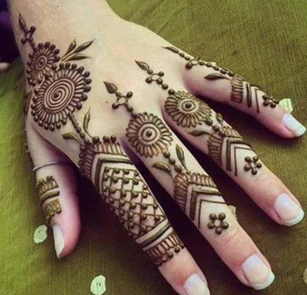 Different patterns mehndi design for fingers