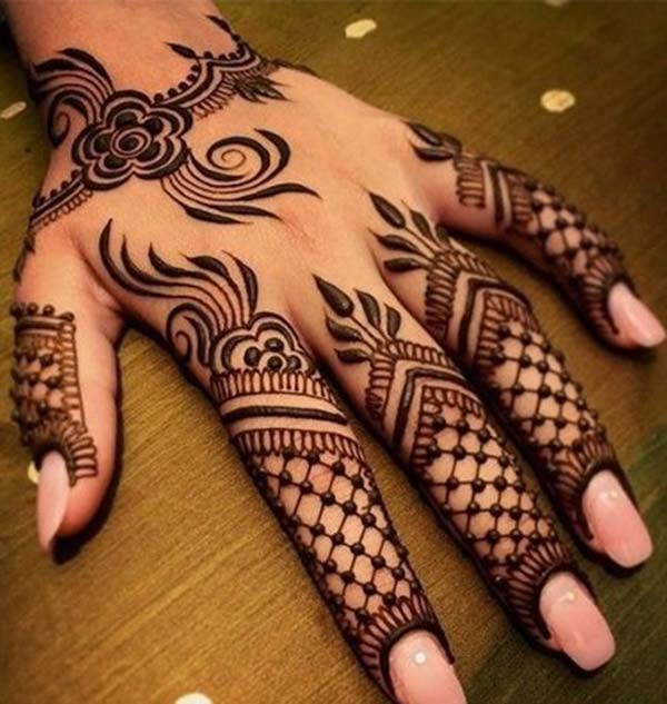 Arabic floral pattern mehndi design for fingers