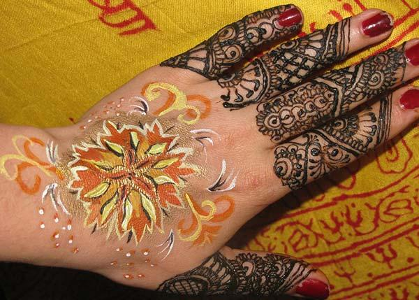 flowers and lines mehndi design for fingers