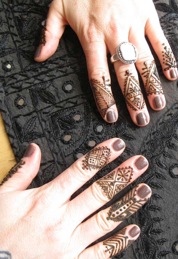 unique mehndi design for fingers
