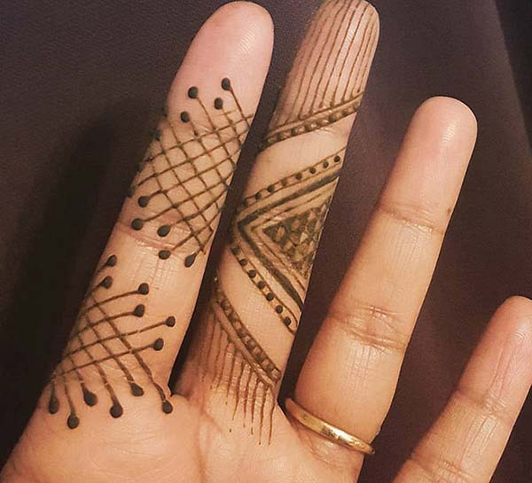 simple line pattern mehndi design for fingers