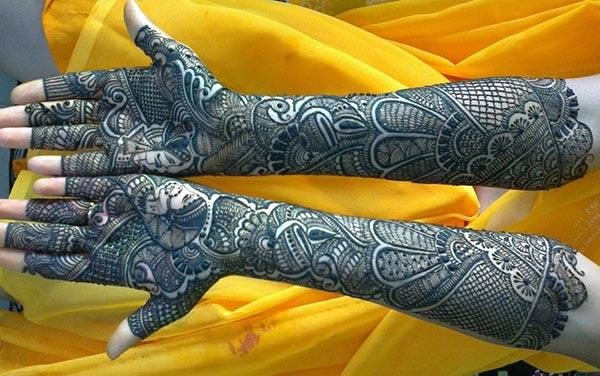 Marvelous mehndi design for bride bridal