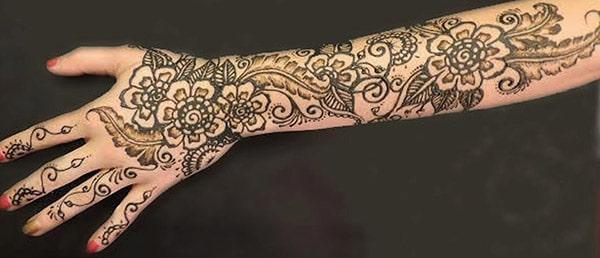 floral pattern mehndi design for full arm