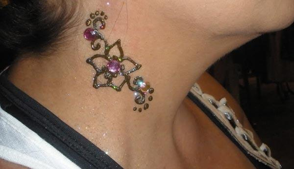 small flower mehndi design for neck
