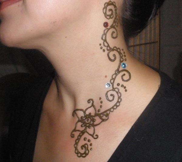 flowers and dots mehndi design for neck